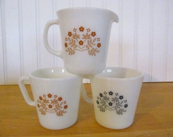 Pyrex Summer Impressions Creamer and Mugs