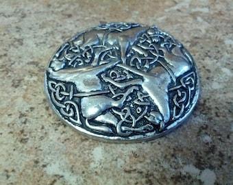 Beautiful 3 horse brooch in silver tone metal