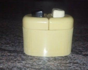 Carvanite Salt and Pepper Shakers - Vintage, Collectible