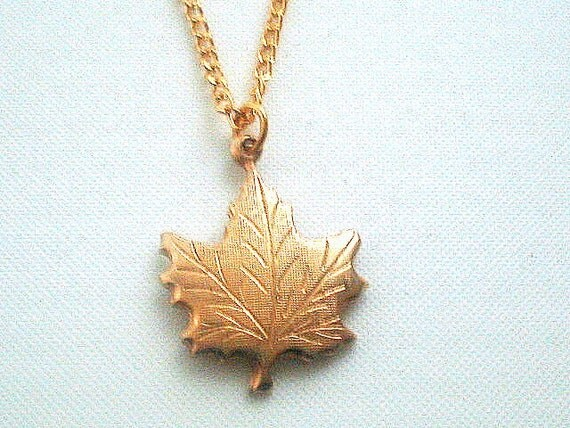 vintage gold tone maple leaf necklace pendant by