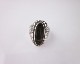 Vintage Sterling Silver Black Oynx Engraved Ring Size 7.50