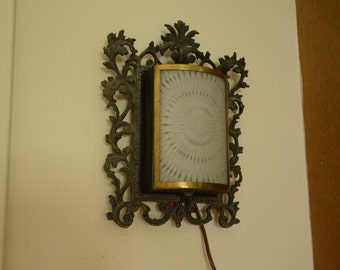 Hollywood Regency Ornate Wall Sconce Lamp with Curved Frosted Glass Starburst Pattern