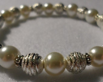 Ivory Pearl & Silver s t r e t c h bracelet