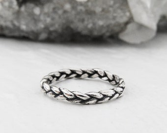 NIN tiny silver braid ring