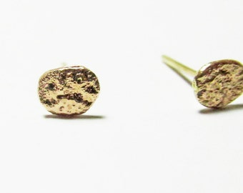 14k yellow  gold earrings made from solid gold.