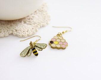 Bee and Honeycomb Earrings / Modern Fashion Geometric Jewelry