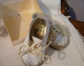 Poll-Parrot White Leather Baby shoes