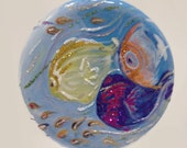 "Tropical Fish! Beautiful multi color w/ green and blue , Flat round (5.5"")"