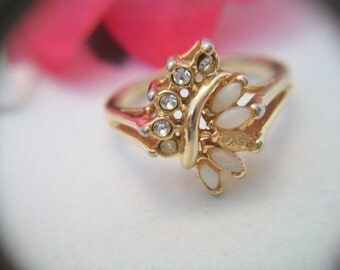 Opal and rhinestone spray ring size 11-1/2