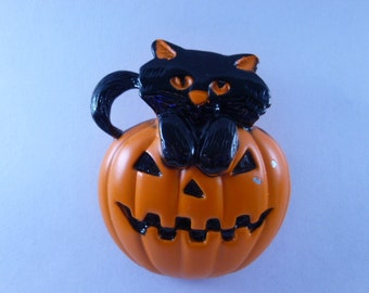 Vintage Halloween Pin Black Cat on a Jack O Lantern Pumpkin Jewelry