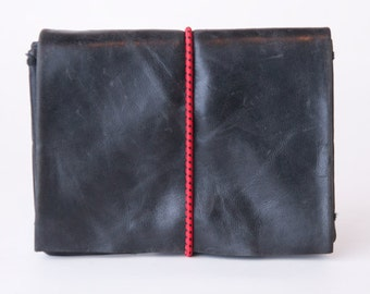 origami wallet - Small black vintage leather with red elastic cord (vertical)
