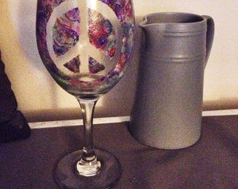 Airbrush-Style Painted Peace Wine Glass