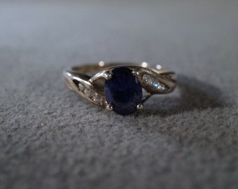 vintage sterling silver fashion ring with oval faceted blue tourmaline stone and inset round white topaz stones, size 8     M