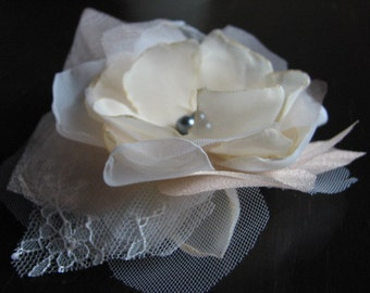 Ivory champagne hair clips Ivory hair flower Champagne hair flower Ivory hair flowers Ivory tulle clip Tulle hair flower Lace hair flower