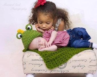 Crochet Newborn (0-3 months) Frog Prince Hat--Photo Prop