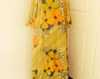 Vintage Kiyomi Maxi Dress Hawaiian Mod Happy Flowers Boho Bark Cloth Psychedelic small to Med 60s
