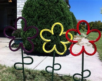 Horseshoe flower. Yard art