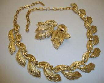 Vintage Designer Karu Arke Necklace Clip Earrings Set Jewelry Gold Plated