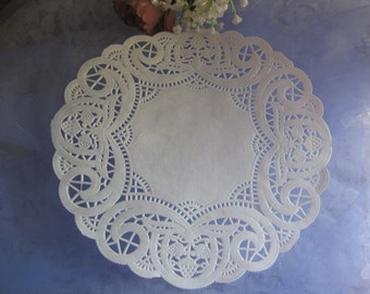 """7.5"""" inch White Elegant LACE Buds Berries  Paper  Doily 25 Pcs Round Weddings Events  decorations"""