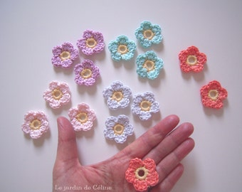 Cute crochet flowers in 5 pastel tones - set of 15