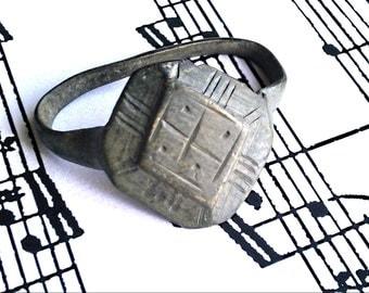 Vintage antique ring. Bronze. Patina.