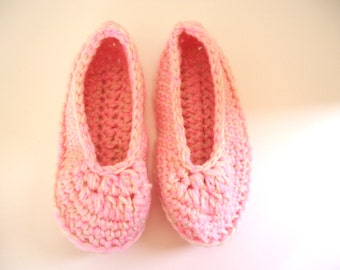 Pink and cream women's slippers, adult crochet slippers, house shoes, valentine's day gift, ready to ship