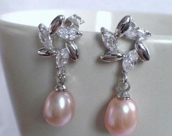 Rhinestone and FreshWater Pearl Earrings - 6-7mm Peach Pearl Stud Earrings, Bridal earrings, fresh water pearl earrings, JEW002035