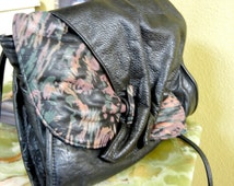 Vintage 1980 Contemporary Hand Painted Leather Handbag with Magnetic Closure