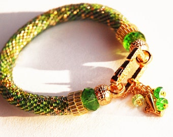 Beadwoven green  bracelet with pendant