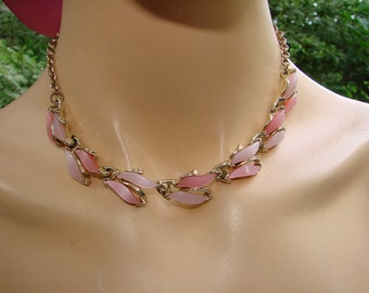 1950 Lucite  two tone pink links  with gold tone metal necklace. Lovely vintage classic choker. Perfect mid century necklace for any outfit.