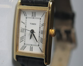 Coming soon: Rectangular black bracelet vintage watch