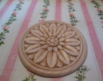 Round wood applique rosette