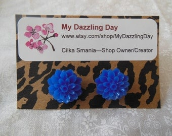 Blue Chrysanthemum Resin earrings, blue earrings, blue wedding, bridesmaid, stud earrings, blue flowers, mum earrings