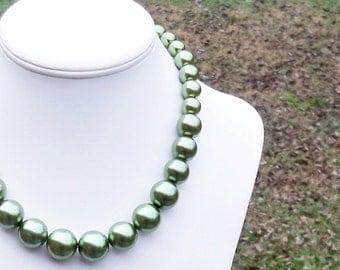 Evera - Graduated Pea Green Pearl Beaded Necklace