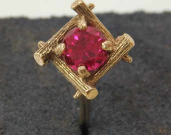 4 logs in a square designed 9 ct solid gold dress ring with a central rose-pink stone