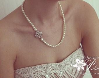 Collier de mariage rétro vintage de perles en cristal nacré et pièce strassée en cristal.