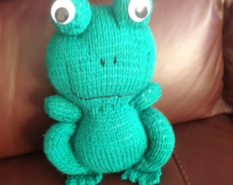 Knitted frog