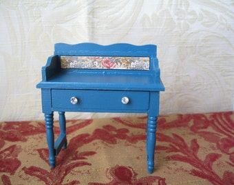 Miniature Dolls House toilet table