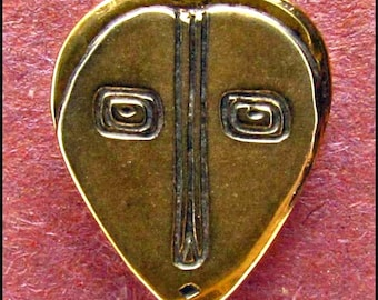 Heart Face Button - B432