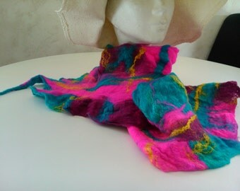 scarf in wool felted your rose very light!
