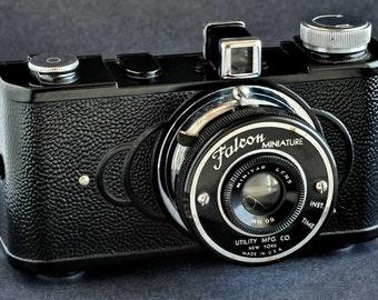 Falcon Miniature w 50mm Minivar Lens 645 Camera Black Paint Nice