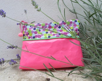 Small Kit in canvas coated, two-tone, pink and peas.
