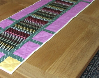 Table runner or wall hanging. Patchwork and quilting.
