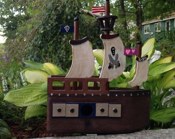 wooden pirate ship birdhouse 9x4x11""