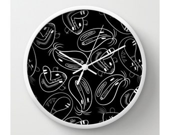 Amis monsters en noir, Wall Clock