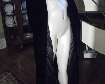 RARE Velvet 40's House Coat Silk lining covered over sized buttons Shoulder pads