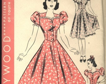SaLe VINTAGE HOLLYWOOD Pattern 1939 1940 Misses One Piece Garment Frock Dress and Petticoat Size 14 Bust 32 FACTORY Folded 1797