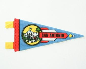 vintage 60s San Antonio Texas felt pennant souvenir / travel flag pennant / bunting banner / small gift