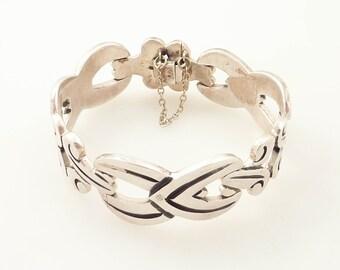 SALE ---- Vintage Artist Stamped Mexican Sterling Knotwork Bracelet