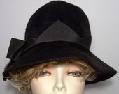 Jet black beaver fur felt hat - with ribbon and bow - mod brimmed cloche - 1960s vintage - unusual satin trim